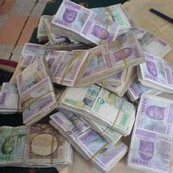 Des liasses de billets de franc CFA
