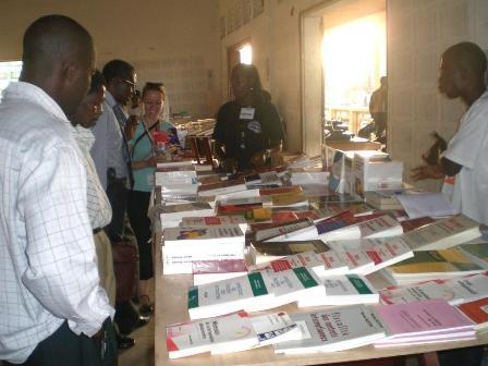 Une des précédentes foires humanitaires du livre organisées par l'ESA
