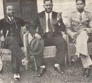 Charles Atangana, au milieu